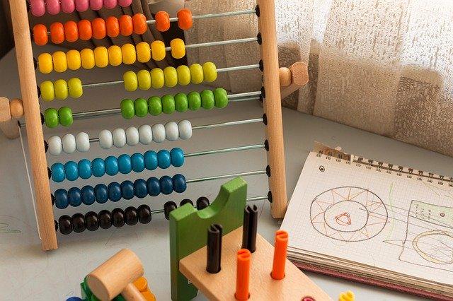 知育玩具で発売されている様々な種類の特徴紹介